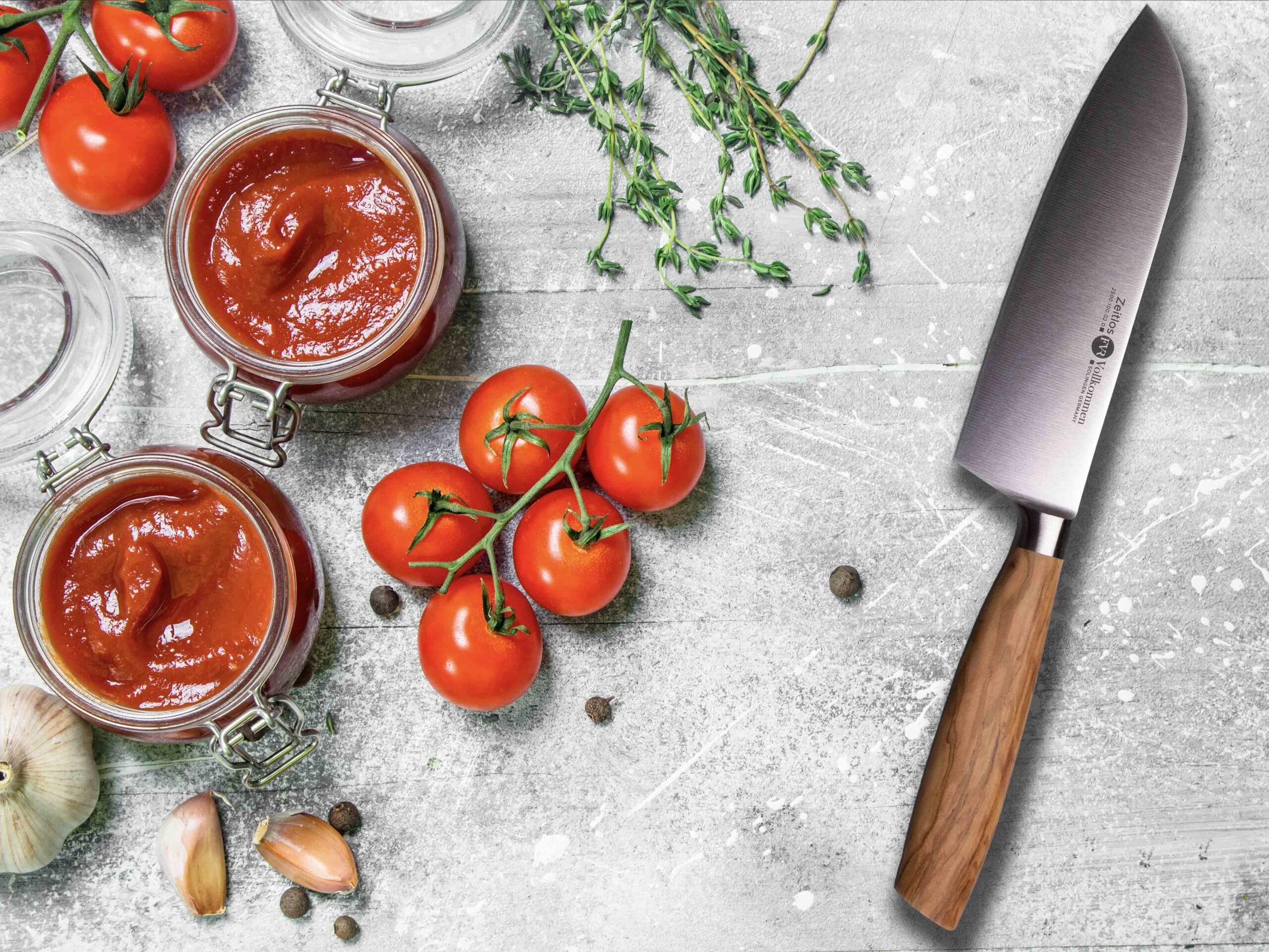 Homemade tomato ketchup fvr knife